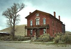 abandoned buildings western USA