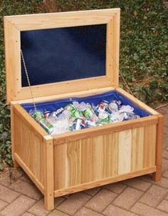 I like this. . Will have to do this. .a Ice Chest ! Great Idea!