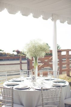 love these tall baby's breath pouf centerpieces!