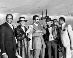 New York Knicks, 1969  New York Knicks Willis Reed, Walt Frazier, Nate Bowman, Cazzie Russell and Dick Barnett (l. to r.) arrive from Cincinnati at LaGuardia Airport.