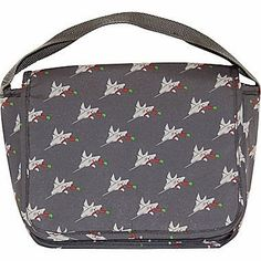 This shark pattern is so fun for a kids lunch bag - and it keeps food cool for up to six hours.