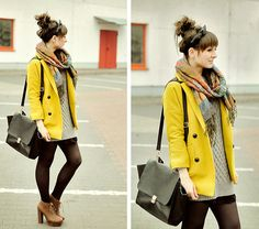 Pop of color + scarf #looks #street