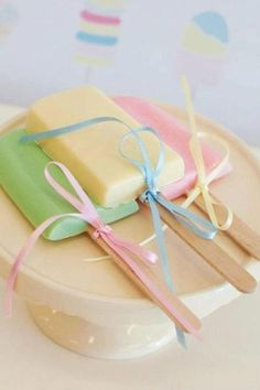 ¸♥ .•´¸.•*´♥ so cute with the pastels and the adorable ribbon idea