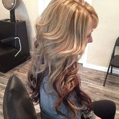 long blonde hair with low lights | Caramel blonde wavy balayage hair with brown highlights and dark red ...