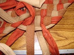 Interesting way to braid right into rug. No sewing the braid together. How to braided rag rug