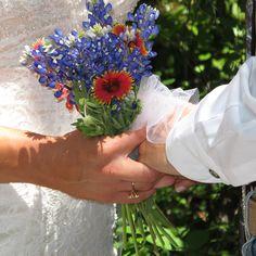 Small Texas wedding, with beautiful Texas wildflower bouquet.#Texas weddings