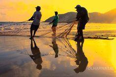 Pescadores fazendo arratão na alvorada na Praia de Ponta negra - Natal RN - Brasil