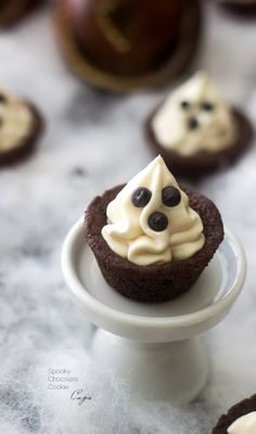 Brownie Brittle Peanut Butter Cookie Ghost Cups {Super Simple}