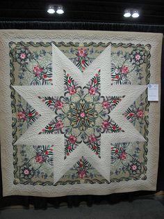 Photo taken by ZipZapKap on Flickr - Photo Sharing! Fabulous applique quilt