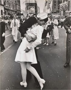 Famous kiss on Times Square captured in a perfect picture. FAVORITE!!!
