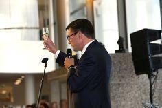"""Avajaisissa kilistettiin Suomen #toimitusjohtaja mme Jaakko Hirvolan (@JaakkoHirvola) johdolla uudelle #EYtalo lle: """"Monipuoliset ja joustavat #tila t luovat parhaat mahdolliset puitteet #huipputiimi en #yhteistyö lle ja ainutlaatuiselle #asiakaspalvelu lle."""""""