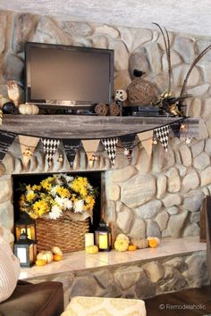 Fall and Halloween Mantel | Remodelaholic.com
