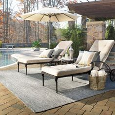 Sea Glass rugs in Smoky Quartz creates an outdoor sanctuary right at home! #CapelRugs