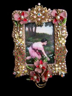 not a brooch-its a picture frame, but the concept is there