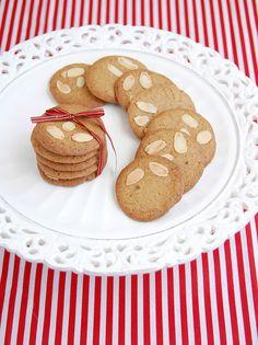 Biscoitos de especiarias e amêndoas
