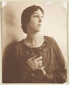 Citation: Kyra Markham, ca. 1911 / Jessie Tarbox Beals, photographer. Miscellaneous photographs collection, Archives of American Art, Smithsonian Institution.
