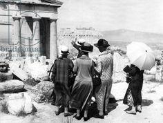 English tourists sightseeing at the Acropolis, Athens, 1926 (b/w photo)/ SZ Photo #Athens #Greece #solebike #ebike #sightseeing