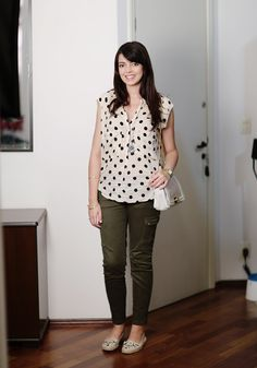 calça e blusa de bolinhas