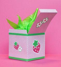 Cajita para sorpresas Frutillitas, imprimibles gratis en tarjuetasimprimibles.com