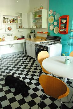kitchen - love the aqua wall!