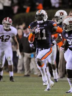 Auburn Tigers cornerback Chris Davis (11) runs the game-winning touchdown against the Alabama Crimson Tide.
