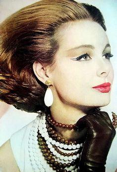 Monique Chevalier, photo by Irving Penn, Vogue April 1962