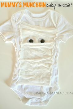 Mummy's Munchkin baby onesie! Great and simple Halloween costume for your baby. #Halloween costumes
