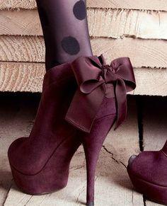 coco-is-haute:    VERA WANG Lavender Royce Back-Bow Peep-Toe Bootie