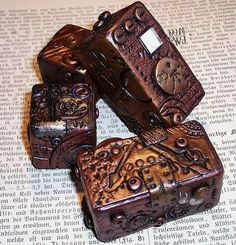 Polymer clay boxes, flickr stream from Valeriana Solaris, lots of goodies here