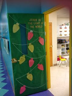 "Our life on a budget...: This week in preschool… ""Jesus is light of the world"" preschool Christmas door"