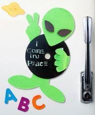 magnets, cd crafts, craft idea, cds craft, alien craft, alien cd, kid meet, broken cds, browni camp