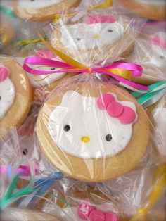 Wouldn't these adorable Hello Kitty cookies make perfect favors for a little girls party!?