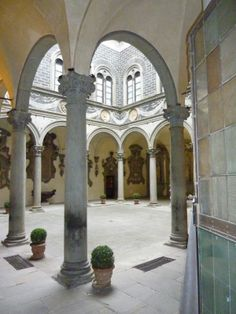 Composite Order capitals in the courtyard of Palazzo Medici Riccardi, 1444-1464, Florence, Italy, by Michelozzo (1396-1472)