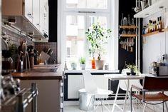 small kitchen design // scandinavian kitchen with industrial details