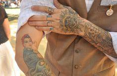 hand tattoo | Tumblr bodi art3, hand tattoos, rosie the riveter tattoo, beauti ink, hands, ink tattoo, ink ii, beauti bodi, tattoo ink