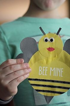 Bumblebee Valentine Craft {with a Free Printable}