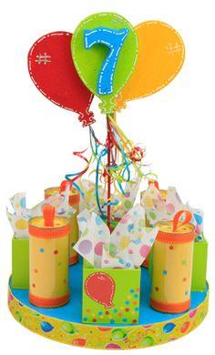Centro de mesa para cumpleaños de 7 años con dulceros