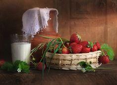 Strawberries n' Cream food, art, strawberri, memories, childhood, blog, life photography, cream, country