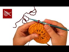 One easy way how to do the slip knot with changing color.. Good tip.