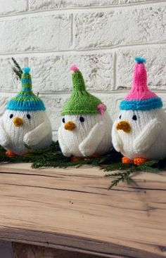 Breezy Bird Trio Free Knitting Pattern from Red Heart Yarns