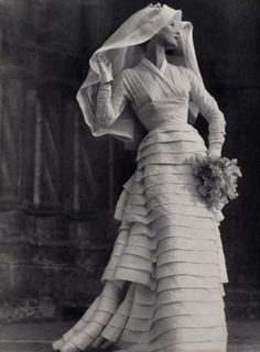 19-11-11  Jean Desses wedding gown, 1953