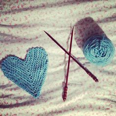 Knitted hearts: free pattern from poppies & milk