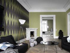 Monocolor  Un color puro, sin combinaciones, da importancia a lo que verdaderamente lo tiene en la habitación: los muebles. En este salón, se ha jugado a combinar diferentes texturas para resaltar elementos como la lámpara o la chimenea.