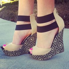 black and tan wedges <3