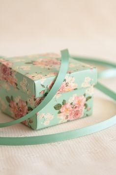 Floral patterns on pinterest 213 pins for Boite shabby chic