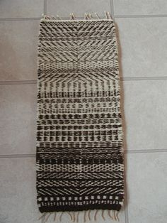 """Weft-Faced Color-and-Weave   Bonnie Datta, on Weavolution __ sampler based on Peter Collingwood's """"The Techniques of Tug Weaving"""" the section called """"Colour and Weave Effects with Weft-Faced 2/2 Twill"""""""