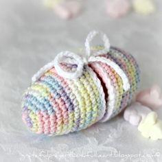 Crochet Easter Egg Pattern: Egg opens to hide goodies inside! / http://gratefulprayerthankfulheart.blogspot.ca/2012/03/crochet-easter-egg.html