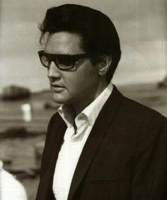 Elvis Presley, so handsome!