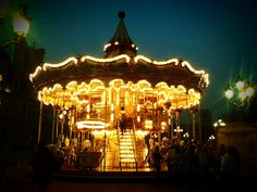 Always had a thing for carousels.❤