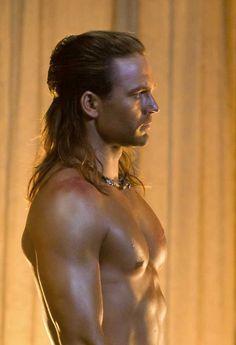 Dustin clare as Gannicus in Spartacus.
